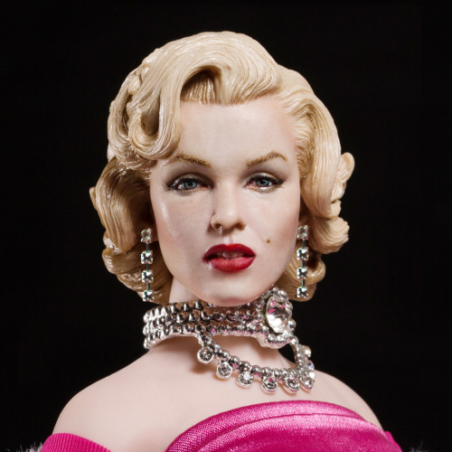 MARILYN MONROE (PINK DRESS VERSION)